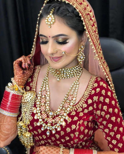 How Much a Wedding Makeup Artist Should Cost